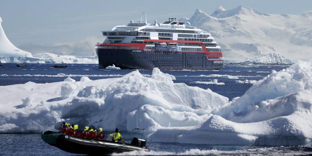 Hurtigruten_MS-Roald-Amundsen-Antarktis-HGR-118199- Foto_Hurtigruten_AS.jpg
