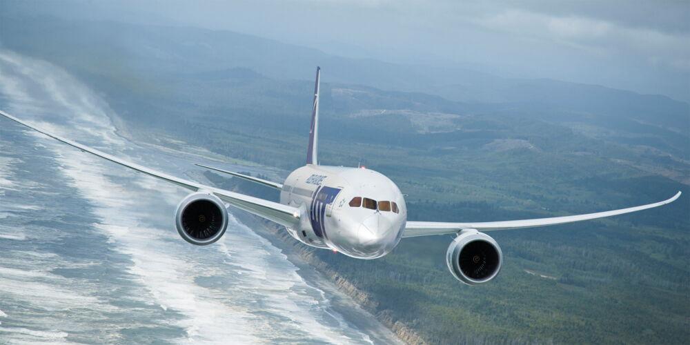 LOT_Dreamliner.jpg