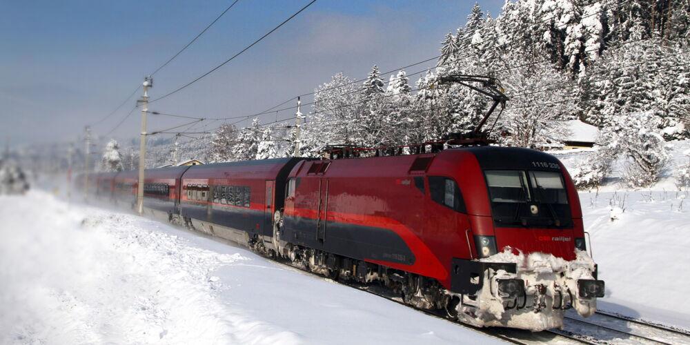 Railjet_Winterlandschaft_c_OEBB_ChristophPosch.jpeg