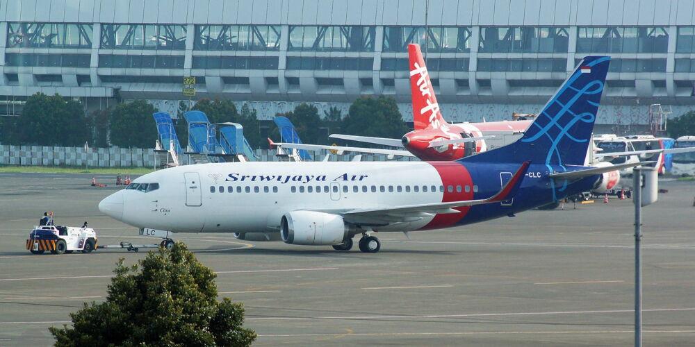 Sriwijaya_Air_Boeing_737-524(WL);_@CGK2017.jpg