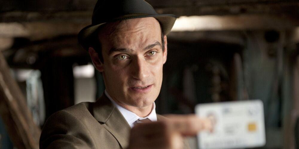Anatole Taubmann, hier als Agent Turner in «Fünf Freunde», flog erst mit Verzögerung nach Zürich. Bild: Filmstarts, Fünf Freunde