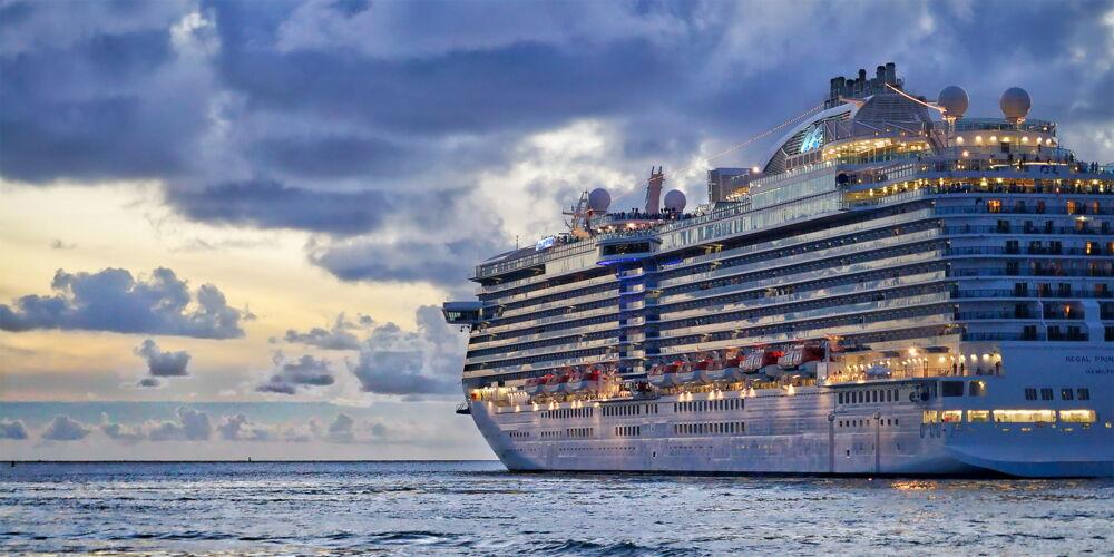 Cruise_to_nowhere.jpg