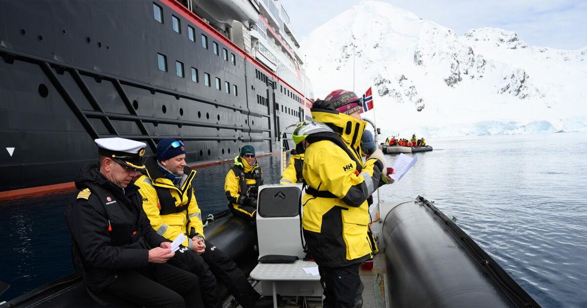 MS Roald Amundsen im Eis getauft - travelnews.ch
