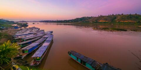 Laos-Laos Mekong River Pier-83025.jpg