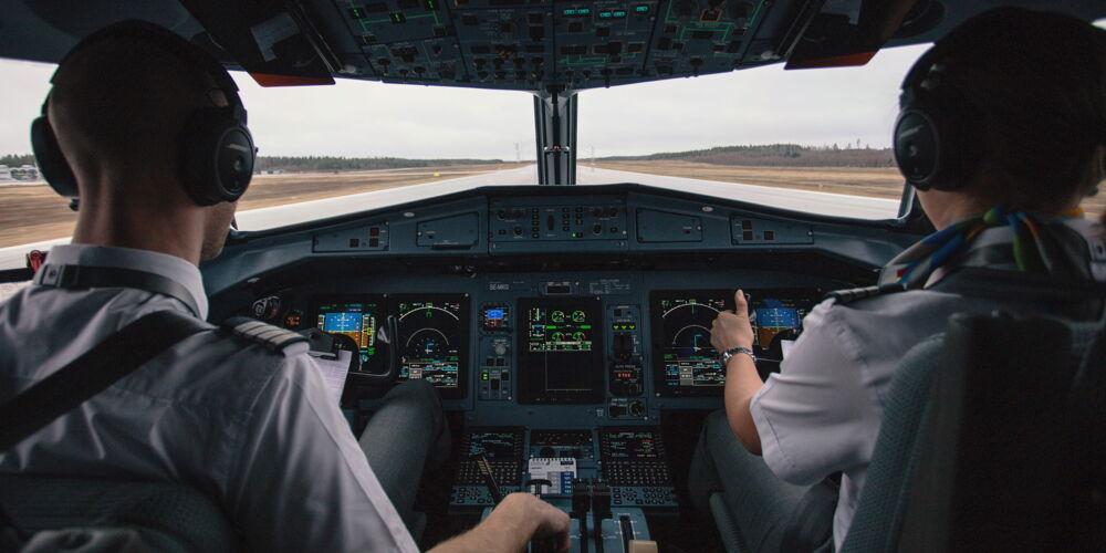 pilots_airplane.jpg