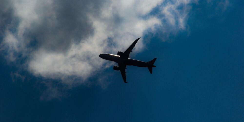 Flugzeug_in_the_air.jpg