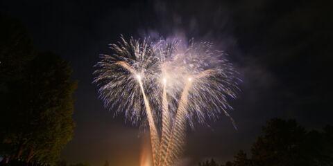fireworks-1346779_1920.jpg
