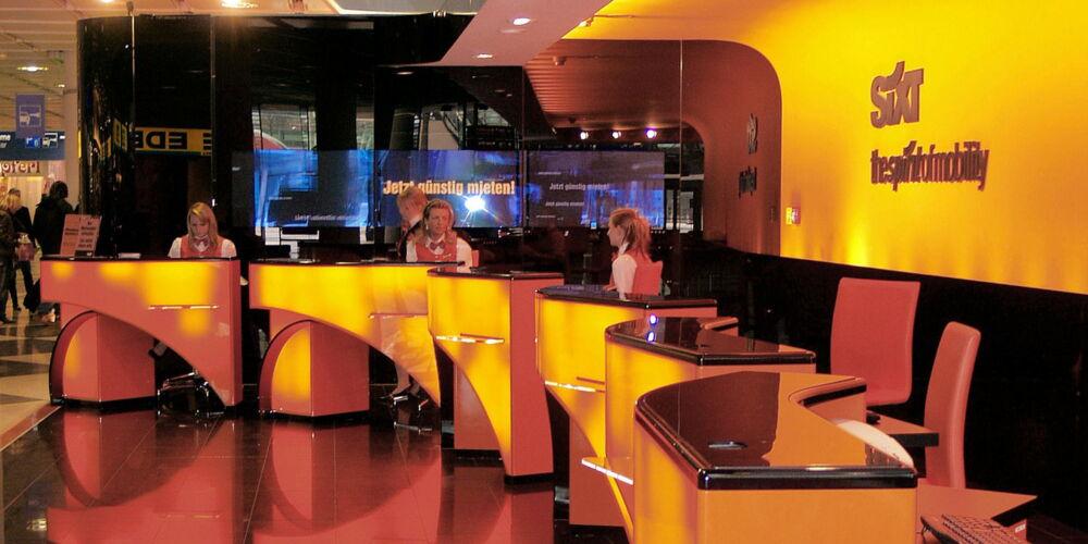 front-desk-100473_1920.jpg